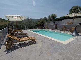 La vasca, il solarium e la terrazza