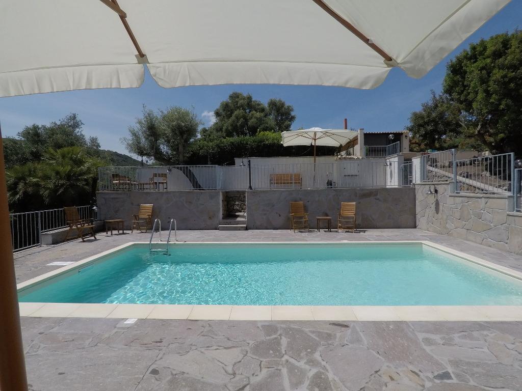 Swimming pool Lu Bagnu Vacanze